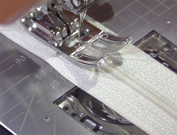 Step3-Insert-Zipper-4