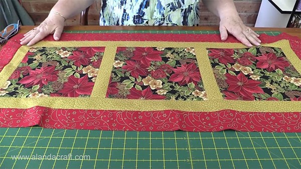 Christmas Table Runner Quilt.Easy Quilted Christmas Table Runner Alanda Craft