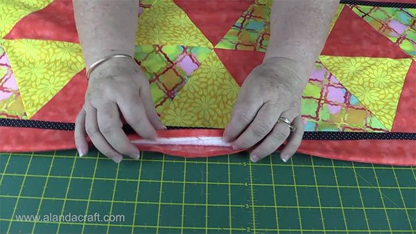 triangle-table-runner,quilting,sewing,craft