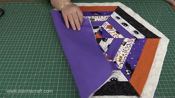 halloween table topper tutorial